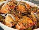 Рецепта Печени мариновани пилешки бутчета с пресни картофи и горчица с кленов сироп на фурна